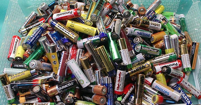 Baterie, które można zastąpić jednym eliminatorem.